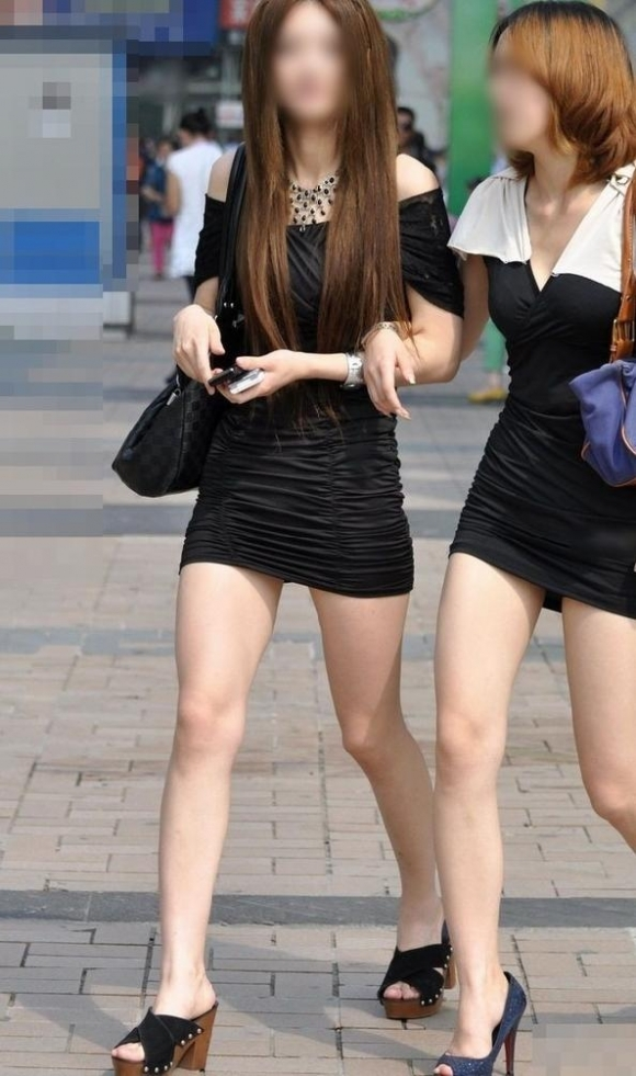 スカートが短すぎて『自分からパンツ見せにきてる』女の子wwwwwww【画像30枚】24_20180511011518bfa.jpg