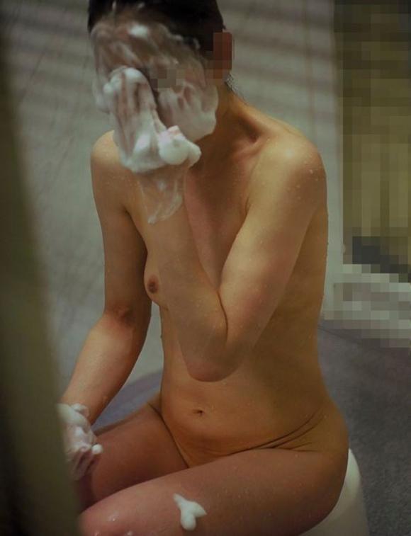 【民家盗撮】ガチ素人のお風呂を覗き見するとかヤバいだろwwwwwww【画像30枚】24_201805240152147ad.jpg