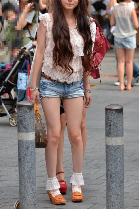 暑くなってきて生太ももを拝める服着る女の子が増えてハッピーwwwwwww【画像30枚】24_201805260055538aa.jpg