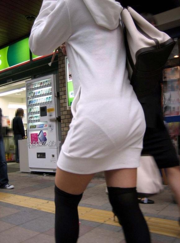 暑いからってパンツ透けるスカートで外出しちゃダメだってwwwwwww【画像30枚】24_20180601004828e8d.jpg