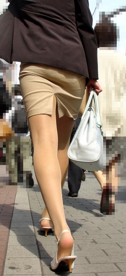 スリットスカートの割れ目から見える脚がくっそエロいwwwwwww【画像30枚】24_2018062801545685c.jpg