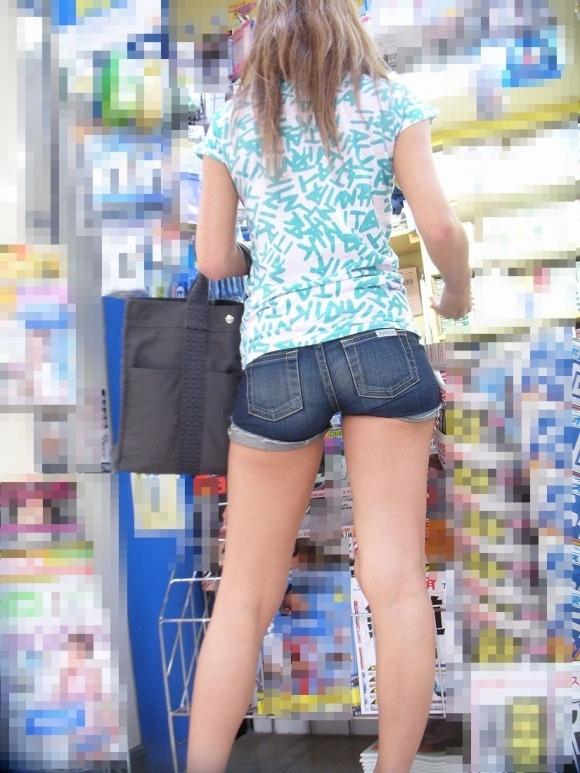 女の子が着るホットパンツっていうエロい服装wwwwwww【画像30枚】24_20180708003325787.jpg
