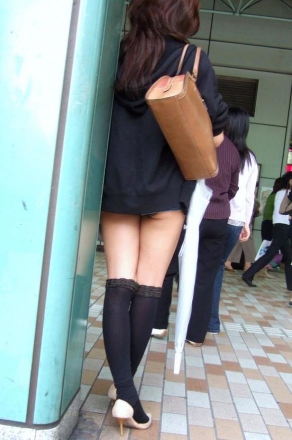 いくら暑いからってそりゃスカート短すぎるって!wwwwwww【画像30枚】24_20180715004027b17.jpg