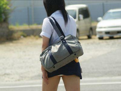 【女子校生】JKのパンツ見れるとなんでこんなにハッピーな気分になれるんだろうなwwwwwww【画像30枚】24_2018072501112814c.jpg