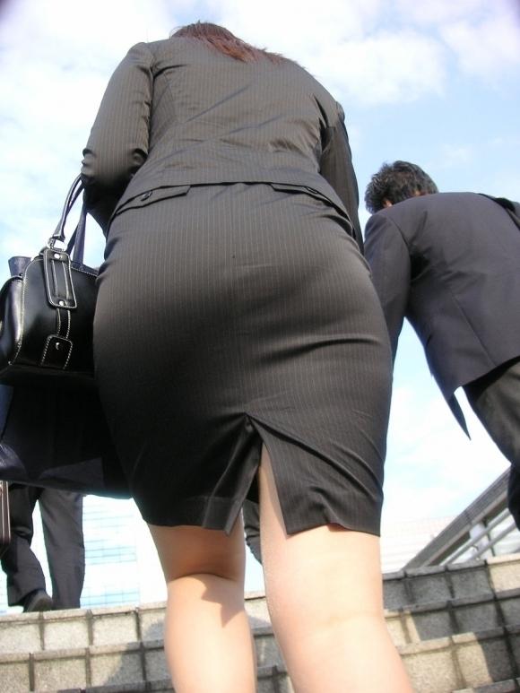 パツパツのタイトスカートからのおしりがエロい!【画像30枚】24_2018080523574086f.jpg
