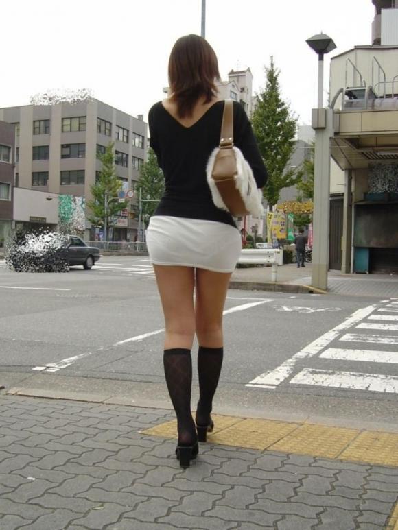 ミニスカートの女の子ってどうしても目がいってしまうwwwwwww【画像30枚】25_20171001024054a5a.jpg