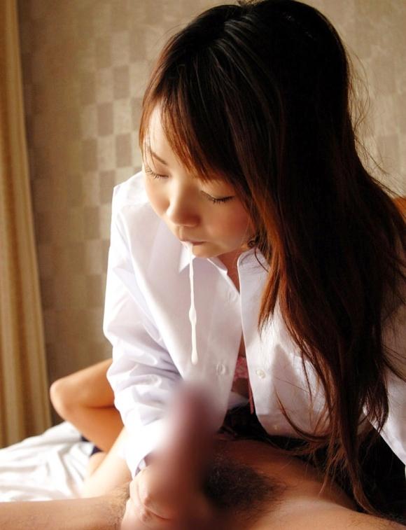 ジュルジュルと糸引かせながらチンコをフェラチオしてる女の子がエロすぎるwwwwwww【画像30枚】25_201711210231513a1.jpg