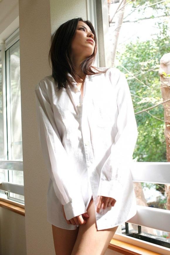 【着衣エロ画像】白シャツ着てる女の子がくっそエロいwwwwwww【画像30枚】25_20180306003137200.jpg