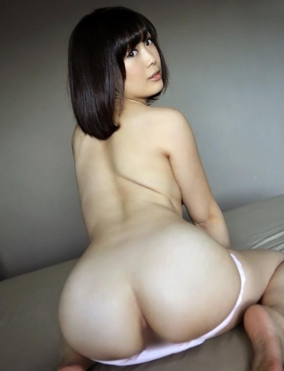 服をズリ下げてプリケツ見せてくる女の子wwwwwww【画像30枚】25_201804032340287a2.jpg