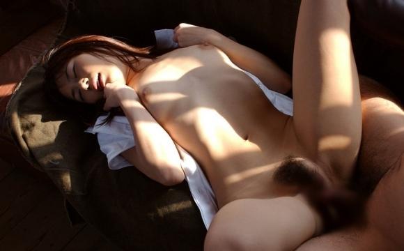 正常位でお股おっぴろげてハメられてる女の子がエロいwwwwwww【画像30枚】25_20180524224101ba5.jpg