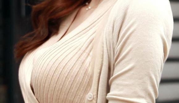 寒いシーズンのNo.1着衣巨乳ファッション→→→ニットセーターに限るwwwwwww【画像30枚】26_20171006134409b01.jpg