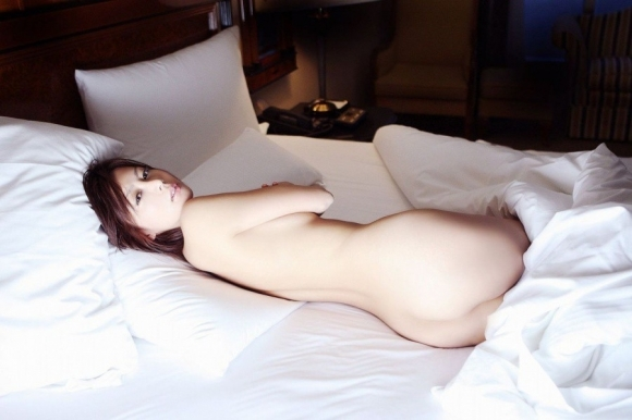 こんな風にベッドから誘われて興奮しない訳ないわwwwwwww【画像30枚】26_20171115021202884.jpg