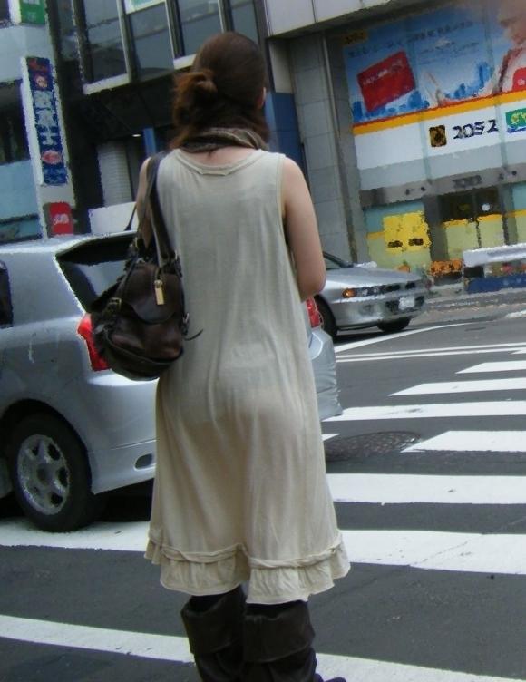 外歩いてるとよく透けパンティを見かけるんだよなぁwwwwwww【画像30枚】26_20171124011950b4f.jpg