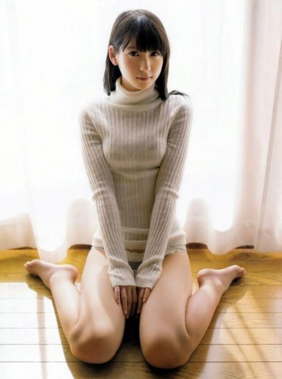 ニットセーターを着た女の子のおっぱいのカタチがエロすぎて困るwwwwwww【画像30枚】26_20171130000721012.jpg