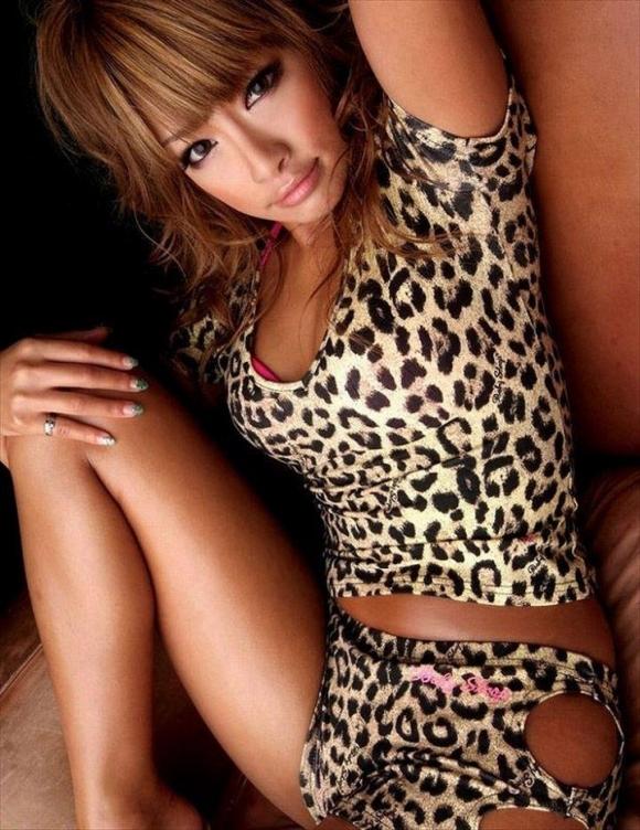 ヒョウ柄を身に付けた野性的なエロさを持つ女の子がイイwwwwwww【画像30枚】26_20180116004609e1b.jpg