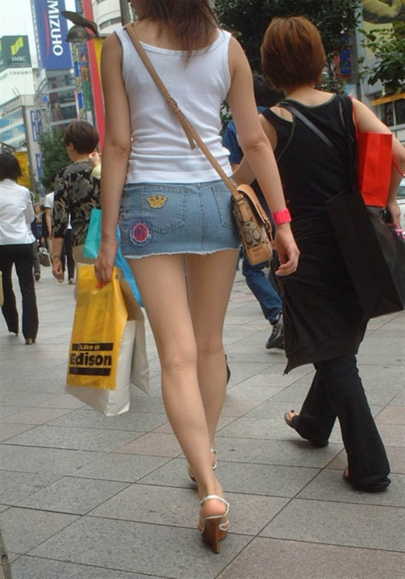 スカートが短すぎて『自分からパンツ見せにきてる』女の子wwwwwww【画像30枚】26_20180511011521373.jpg