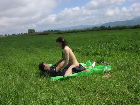 夏だし屋外でセックスしちゃおっっっ!wwwwwww【画像30枚】26_2018062201394084f.jpg