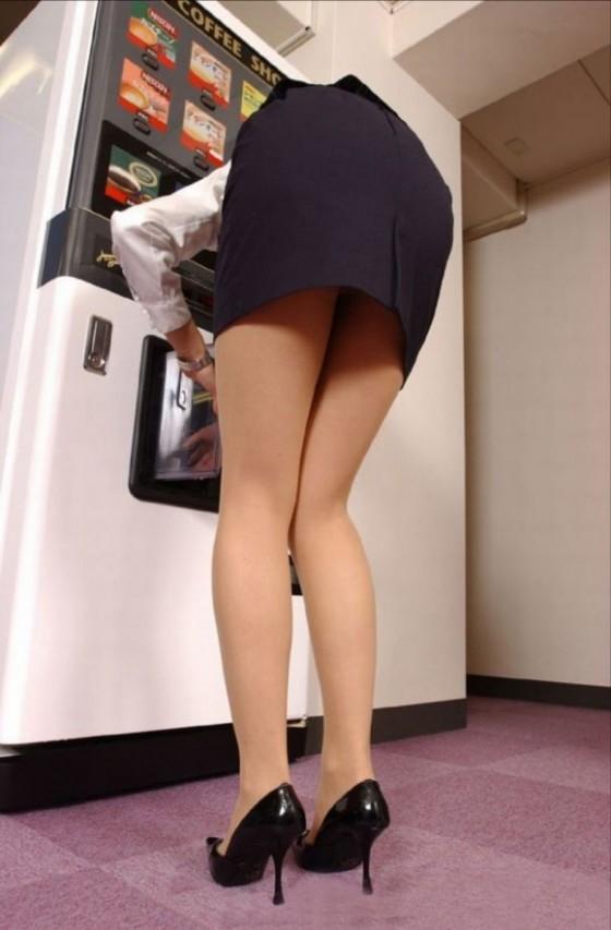 必ずセクハラしたくなるwwwOLさんのタイトスカート!【画像30枚】26_2018071401103503a.jpg