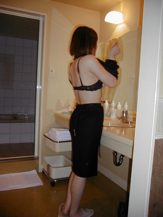 【流出画像】ラブホの脱衣所で完全に油断してる女の子を晒すwwwwwww【画像30枚】26_20180810010733bf2.jpg