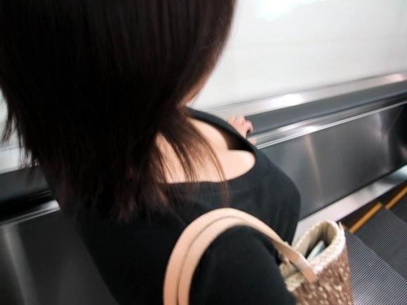 【おっぱい】素人の隙をコソーリ盗んで撮った胸チラ画像が秀逸wwwwwww【画像30枚】26_20180812011956c64.jpg