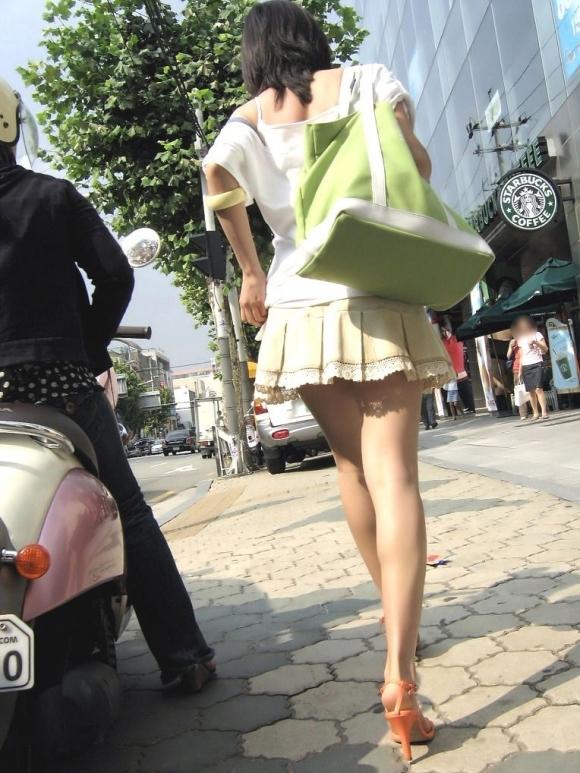 ミニスカートの女の子ってどうしても目がいってしまうwwwwwww【画像30枚】27_201710010240571f9.jpg