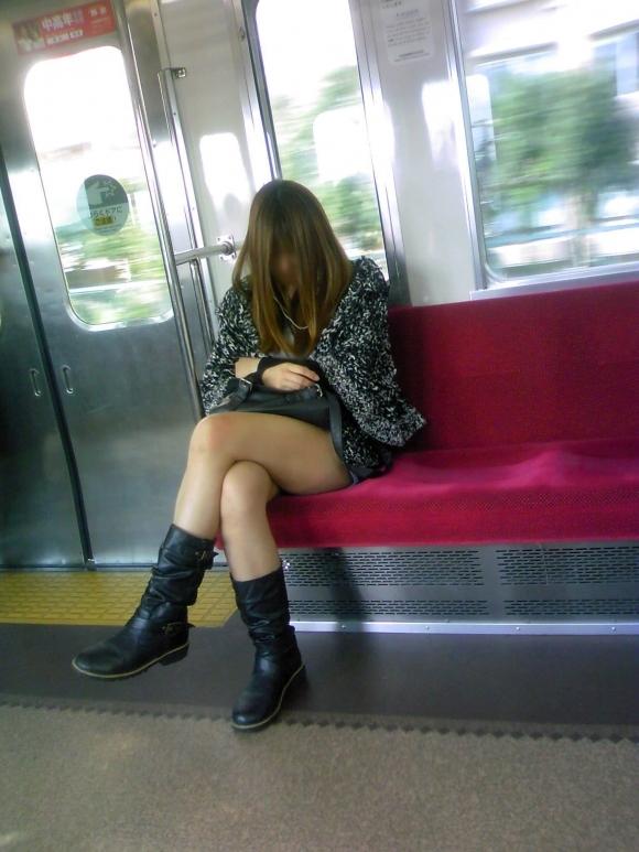 こういうソソる服装で外出する素人ってなんなん?wwwwwww【画像30枚】27_201802120015037a9.jpg