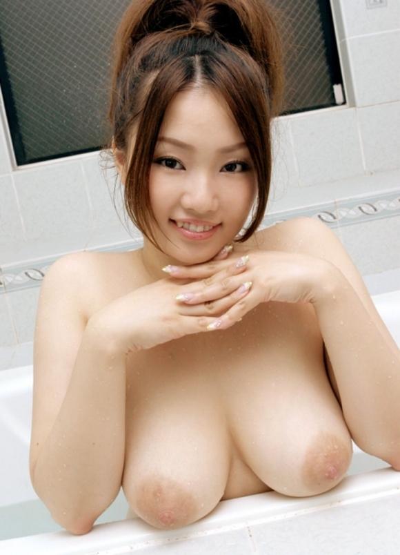 【デカパイ】乳房だけじゃなく乳輪まで大きくなった巨乳おっぱいwwwwwww【画像30枚】27_20180316020830f6c.jpg