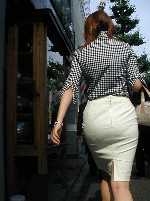 タイトスカートのおしりってくっそエロいよなwwwwwww【画像30枚】27_20180527005106d3d.jpg