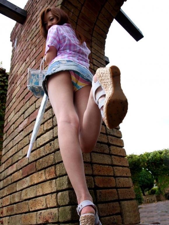 【パンチラ】リアルに女の子のパンツを覗き見したいwwwwwww【画像30枚】27_2018052800392486f.jpg