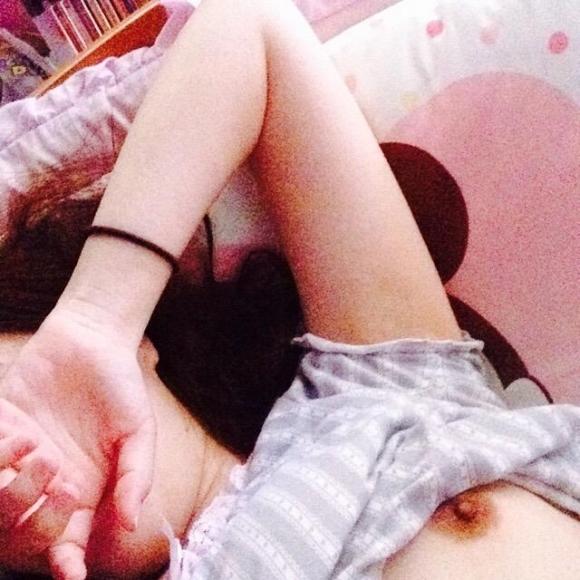 【素人エロ画像】エロアピールが凄い女の子の自撮り画像にムラムラくるwwwwwww【画像30枚】27_201806010104366de.jpg