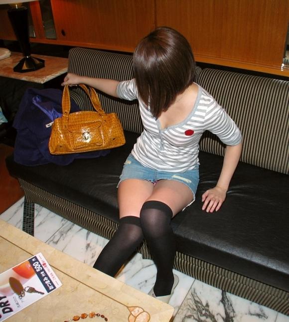 デニムスカートって簡単にパンチラしちゃうから履くとき注意なwwwwwww【画像30枚】27_201806100119178ba.jpg