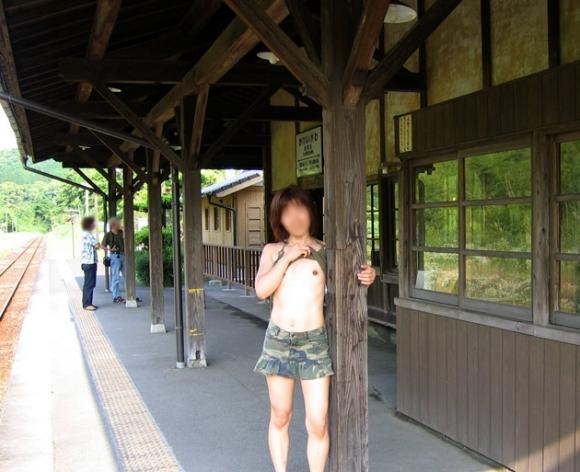 駅や電車で露出してる変態女が増殖中wwwwwww【画像30枚】27_20180705182746036.jpg