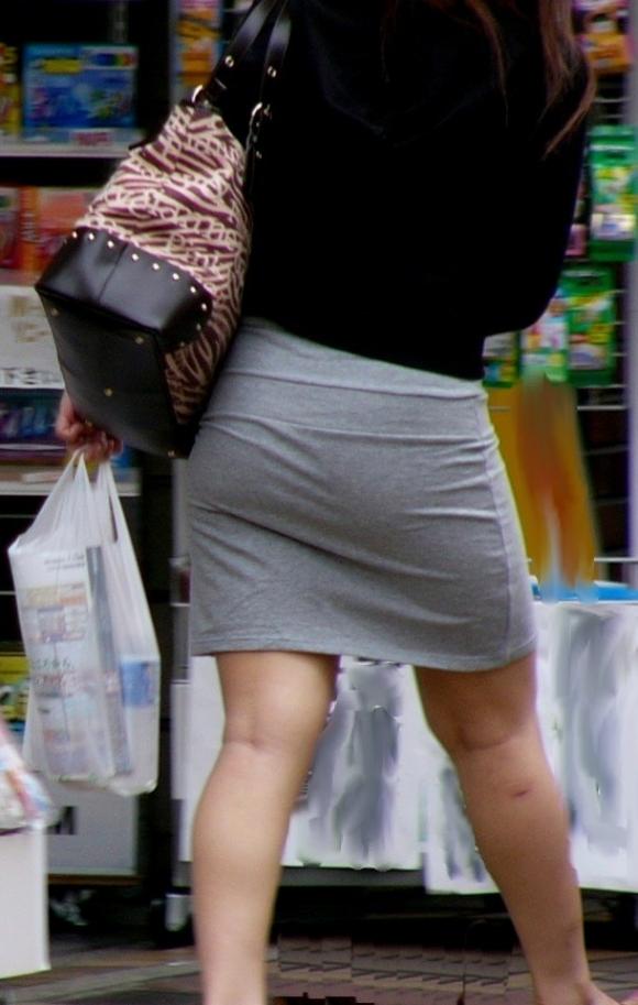 パツパツのタイトスカートからのおしりがエロい!【画像30枚】27_20180805235745fe8.jpg