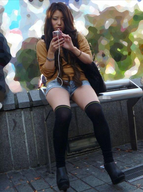 春が待ち遠しいニーハイソックスのエロい脚wwwwwww【画像30枚】28_201712300136012dc.jpg