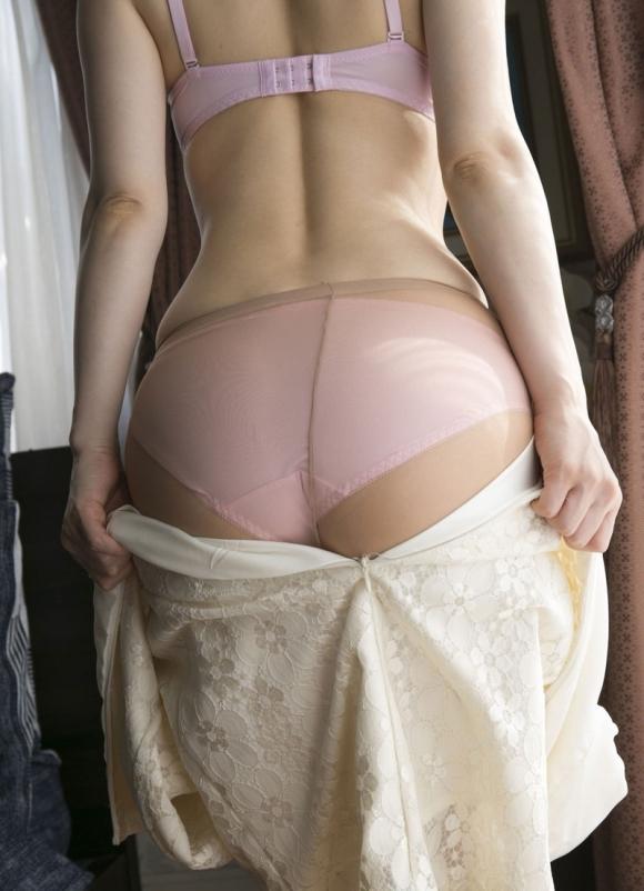 【脱衣中】女の子が服や下着を脱いでる途中ってめっちゃエロいよなwwwwwww【画像30枚】28_20180409001827d24.jpg