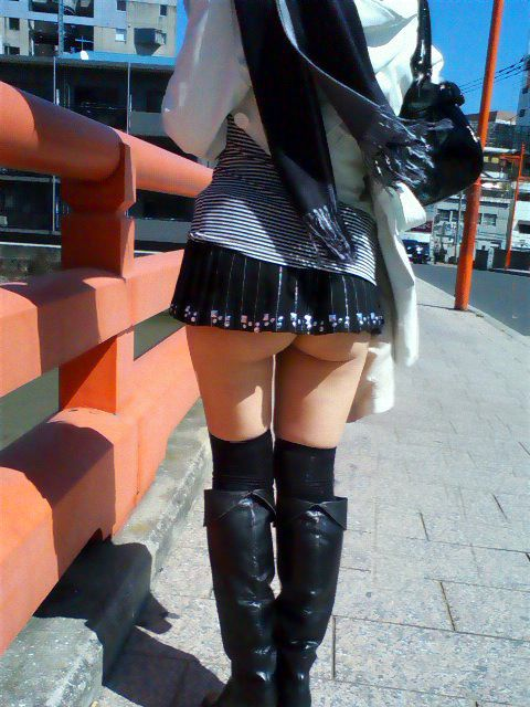 スカートが短すぎて『自分からパンツ見せにきてる』女の子wwwwwww【画像30枚】28_20180511011523586.jpg