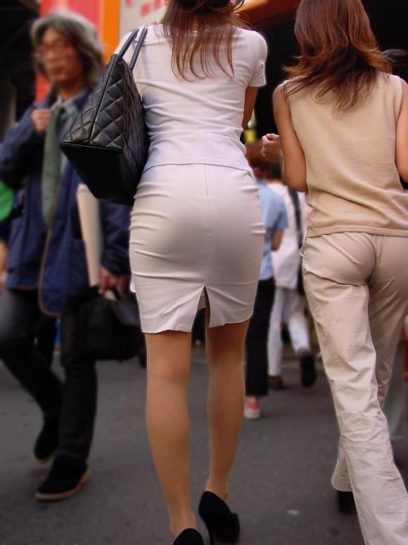 暑いからってパンツ透けるスカートで外出しちゃダメだってwwwwwww【画像30枚】28_20180601004834263.jpg