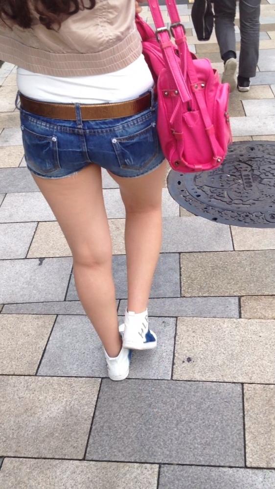 街でホットパンツの女の子を見るとどうしても目がいってしまうwwwwwww【画像30枚】28_20180609011054238.jpg