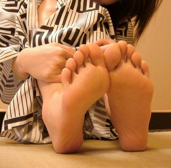 足裏フェチが喜ぶ綺麗な足を貼ってくwwwwwww【画像30枚】29_20171128010028897.jpg