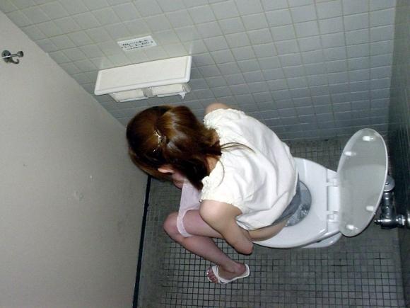トイレ中の女の子が見れるレアなチャンスwwwwwww【画像30枚】29_20171213010038e1b.jpg