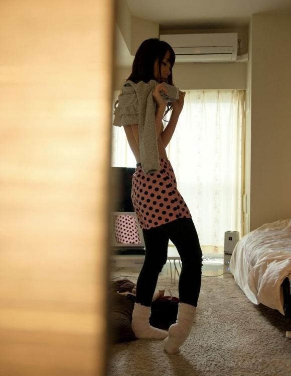 【脱衣中】女の子が服を脱いでる脱衣画像が結構エロいwwwwwww【画像30枚】29_20180117015248ae3.jpg