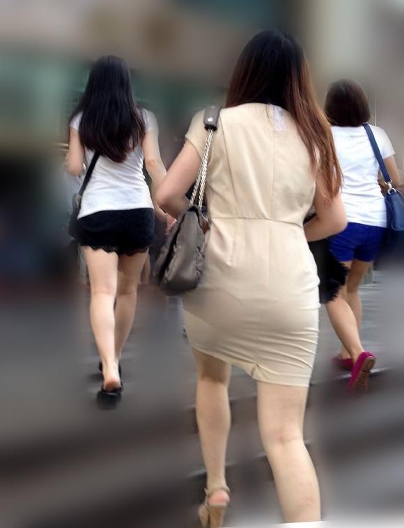 薄手のスカートからの透けパンティがくっそエロいwwwwwww【画像30枚】29_20180120012413b0c.jpg