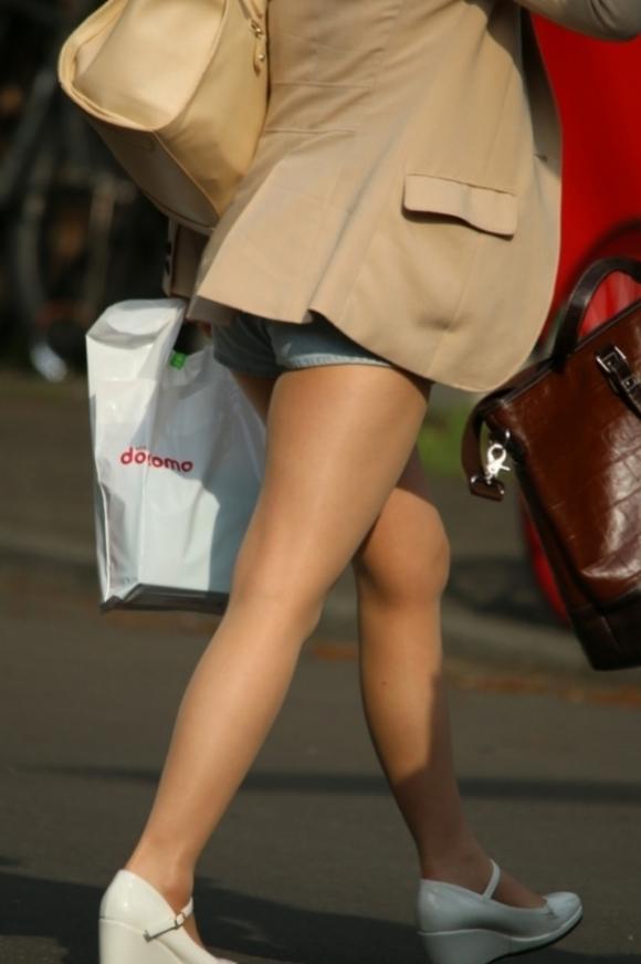 女の子が着るホットパンツっていうエロい服装wwwwwww【画像30枚】29_20180708003332dc3.jpg