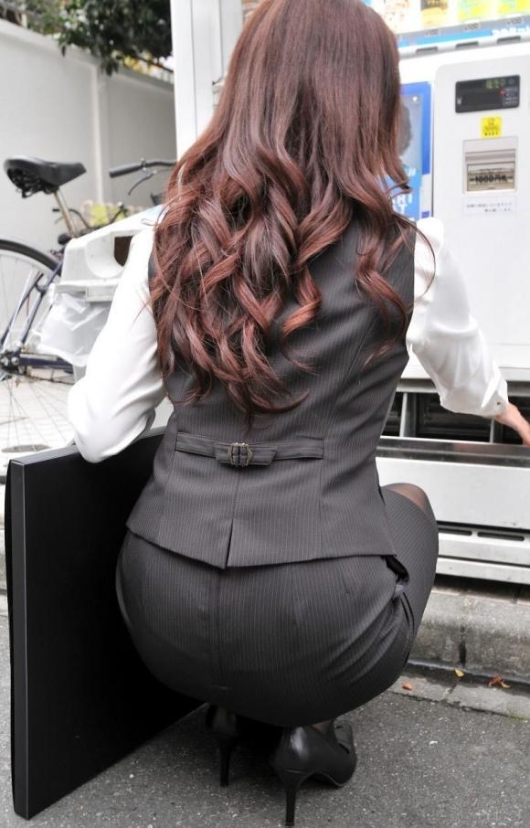 必ずセクハラしたくなるwwwOLさんのタイトスカート!【画像30枚】29_20180714011040b19.jpg