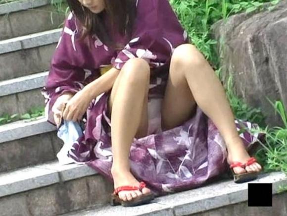 【夏模様】浴衣からの透けパンティやパンチラが頻発する季節になってきましたwwwwwww【画像30枚】29_20180728192025998.jpg