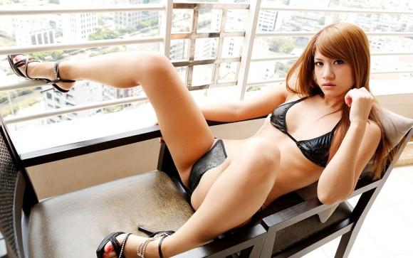セクシーさが際立つ黒下着をまとった女性wwwwwww【画像30枚】29_20180914014934f3c.jpg