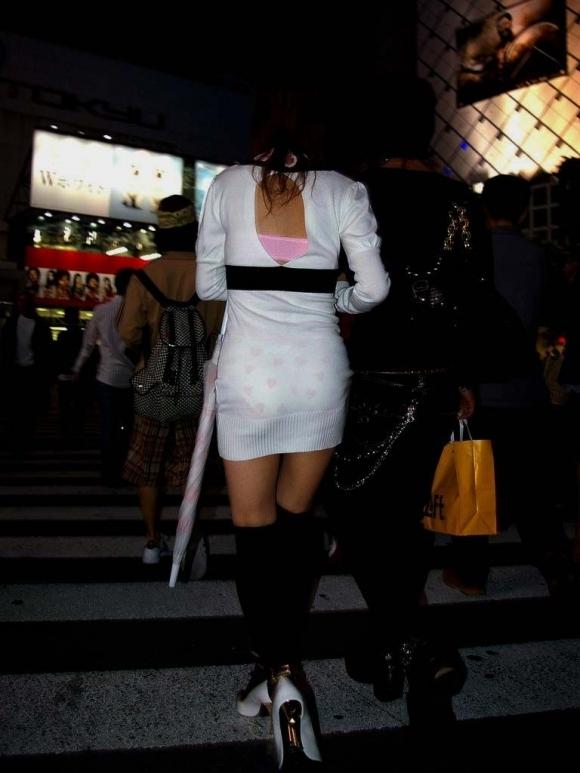 外歩いてるとよく透けパンティを見かけるんだよなぁwwwwwww【画像30枚】30_20171124011956708.jpg