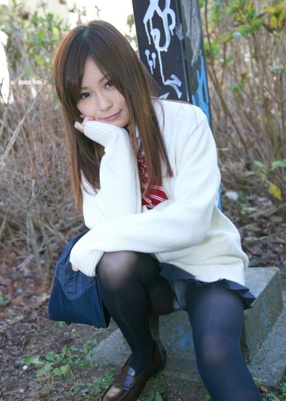 【女子校生】可愛いJKのしゃがみ込みパンチラにムラムラしてくるwwwwwww【画像30枚】30_20180401235555869.jpg