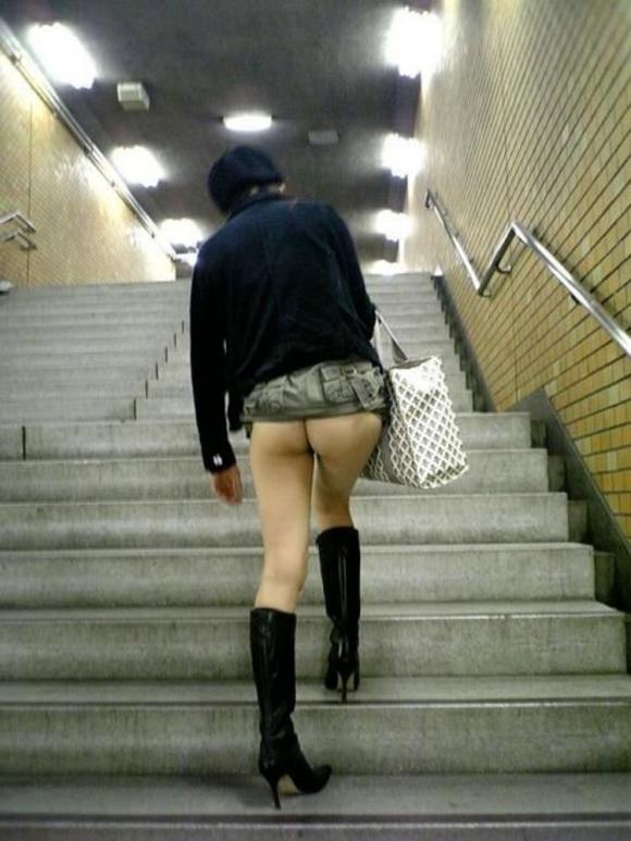 パンツ履いてない破廉恥女wwwwwww【画像30枚】30_20180512005808320.jpg