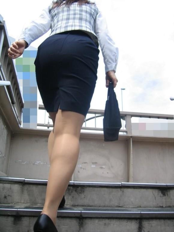 必ずセクハラしたくなるwwwOLさんのタイトスカート!【画像30枚】30_20180714011042b1d.jpg